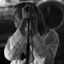 Cora Laba, chanteuse /auteure-compositrice